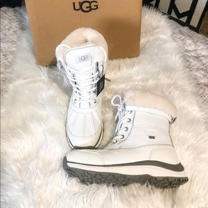 NWT UGG Adirondack III  White patent boots